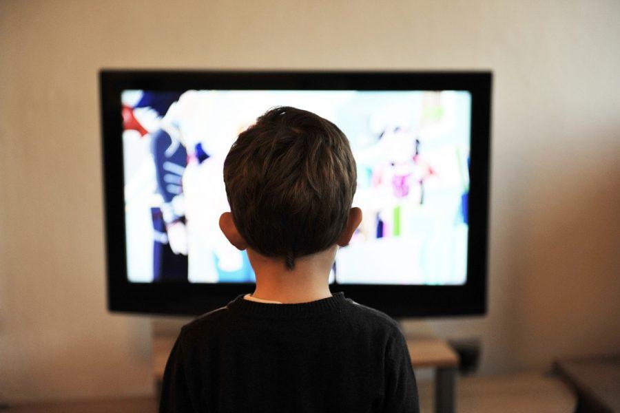 Uso de pantallas en exceso afecta el sueño de los niños